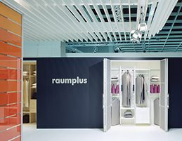 raumplus-messestand